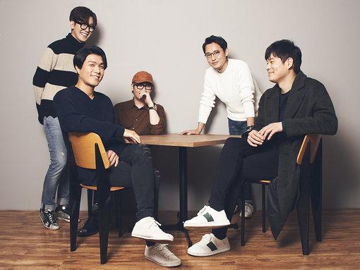 左から:イ・ジョンフン、チョン・ジェウォン、キム・ジョンワン、いしわたり淳治、イ・ジェギョン