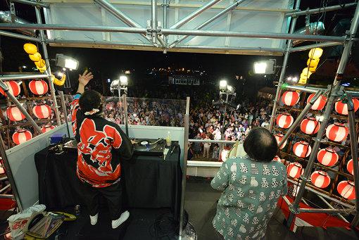 『札幌国際芸術祭2017』での『DJ盆踊り』 撮影:小牧寿里