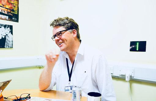 The BRIT Schoolで校長を務めるスチュアート・ワーデン