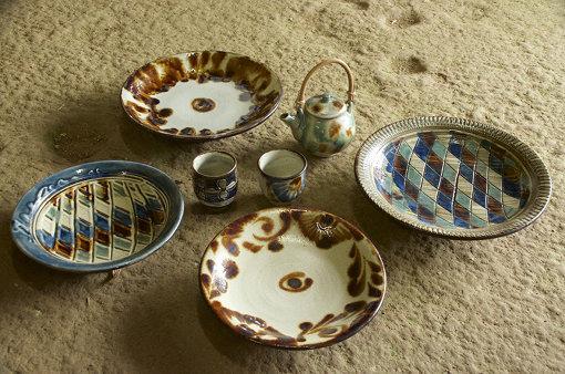 クラフト部門には陶器をはじめ、沖縄の様々な工芸品が並ぶ(写真は昨年度のもの)