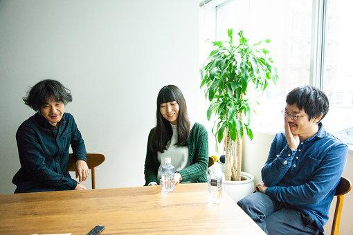 左から:伊賀航、寺尾紗穂、あだち麗三郎