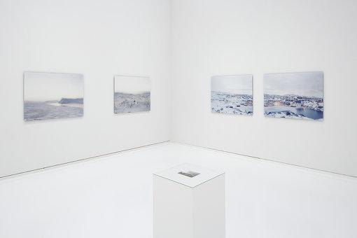 石川直樹『この星の光の地図を写す』展示風景 撮影:木奥恵三