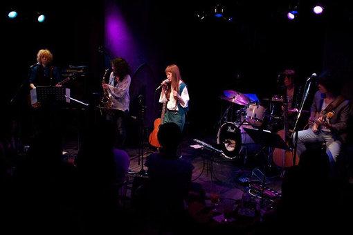 2012年、『NIPPONNO ONNAWO UTAU Vol.2』リリースライブの様子(南青山MANDALAにて)