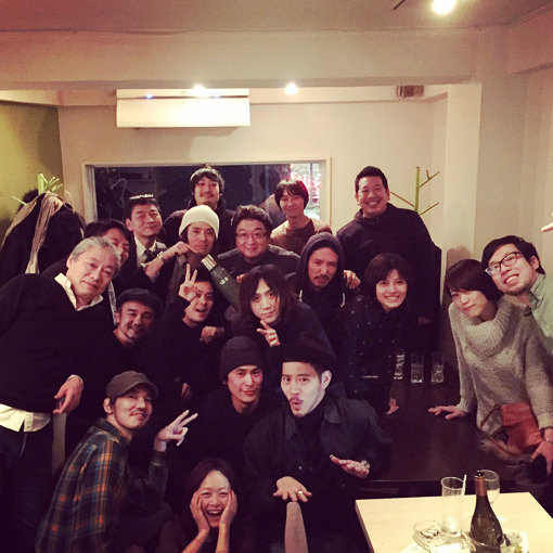 2016年、メジャーデビュー日の様子(NakamuraEmiいわく「サプライズパーティーが開かれ、終始大泣き」)