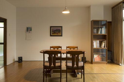 『家と出来事 1971-2006年の会話』Photo:KUTSUNA Yoichiro, Arecibo / 空家住宅を舞台にした、想像と現実の風景を重ね合わせたインスタレーション