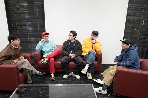 左から:Tondenhey、Pecori、fanamo、SunBalkan、オカモトレイジ(OKAMOTOS)