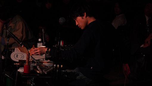 蓮沼執太(はすぬま しゅうた)1983年、東京都生まれ。蓮沼執太フィルを組織して国内外でのコンサート公演をはじめ、映画、演劇、ダンス、CM楽曲、音楽プロデュースなど、多数の音楽制作をする。