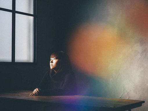 小谷美紗子(おだに みさこ)<br>1996年、シングル『嘆きの雪』でデビュー。これまでに11枚のオリジナルアルバム、16枚のシングルをリリース。正真の音楽を作り続け、歌い続け、音楽ファンのみならず多くのミュージシャンや著名人からも支持を得ている。今年初の詩集『PARADIGM SHIFT』を発表し、その詩にメロディーをつけ、現在アルバム制作中。