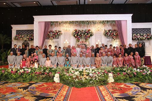 アウファさんのお姉さんの結婚式。親族一同の写真
