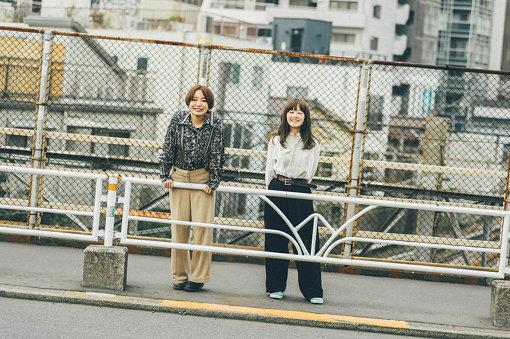 左から:黒田秋子(RAMMELLS)、NakamuraEmi