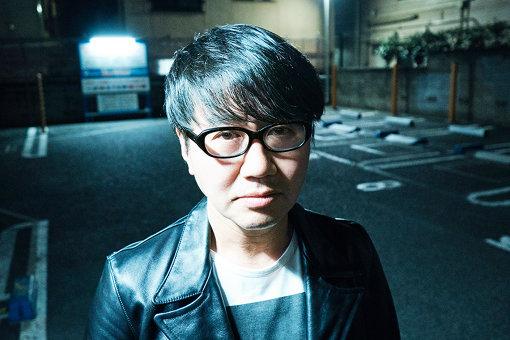 鹿野淳(しかの あつし)<br>音楽ジャーナリスト。1989年に扶桑社入社、翌1990年に株式会社ロッキング・オンに入社。98年より音楽専門誌『BUZZ』、邦楽月刊誌『ROCKIN'ON JAPAN』の編集長を歴任。『ROCK IN JAPAN FES』は構想から関わり、企画 / オーガナイズ / ブッキングに尽力。2003 年には『COUNTDOWN JAPAN 03/04』を立ち上げ、国内初のカウントダウン・ロック・フェスティバルを成功させた。2004に年ロッキング・オンを退社後、有限会社FACTを設立(現在は株式会社)。2006年に月刊『STARsoccer』を(現在は休刊中)、2007年3月には『MUSICA』を創刊させた。そして2014年には、埼玉県最大のロックフェス『VIVA LA ROCK』を立ち上げ、2019年に6回目の開催を迎える。