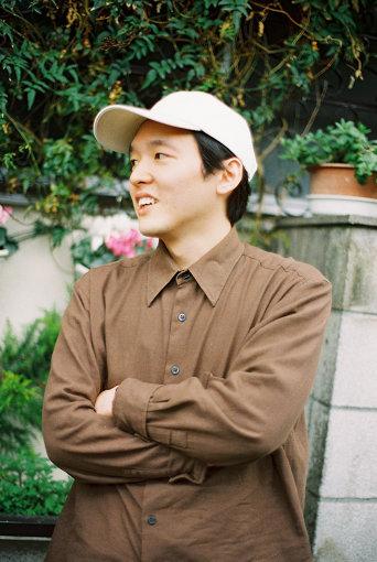 高城晶平(たかぎ しょうへい)<br>様々な感情、情景を広く「エキゾチカ」と捉え、ポップミュージックへと昇華させる音楽集団ceroのメンバー。これまでceroとして4枚のアルバムをリリースし、いずれの作品も高評価を獲得。2019年1月、ソロプロジェクト・Shohei Takagi Parallela Botanicaが始動。阿佐ヶ谷のカフェバーrojiを営む。