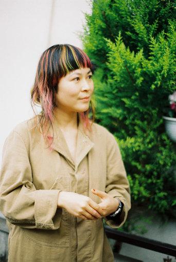 原田郁子(はらだ いくこ)<br>1975年、福岡生まれ。1995年にスリーピースバンド「クラムボン」を結成。歌と鍵盤を担当。バンド活動と並行して、ソロ活動も精力的に行っており、これまでに4枚のソロアルバムを発表。2010年には、吉祥寺の多目的スペース&カフェ『キチム』の立ち上げに携わる。