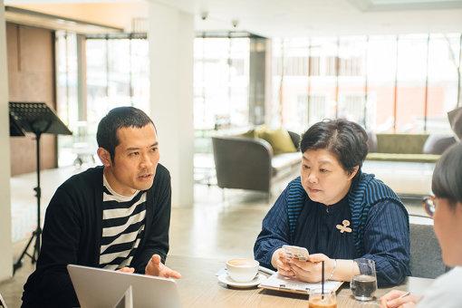 左から:鈴木康広、ヴィヴィアン(熊傳慧)。Folioホテル大安にて