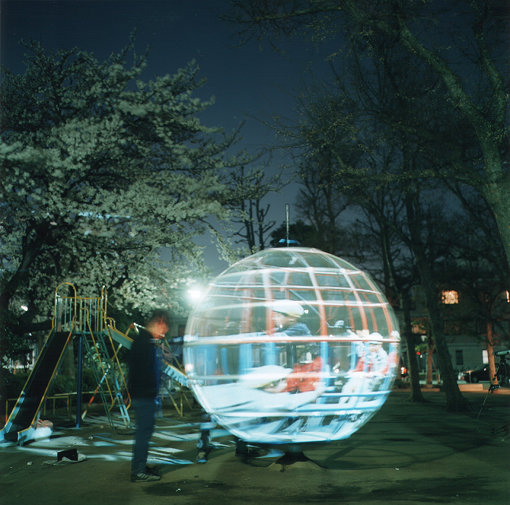 『遊具の透視法』(2001年) / 撮影:川内倫子