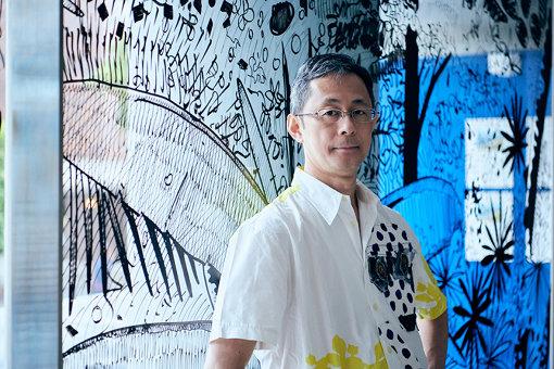 大岩オスカール(おおいわ おすかーる)<br>1965年ブラジル、サンパウロ生まれ。1989年サンパウロ大学建築都市学部卒業。1991年、東京に活動の拠点を移す。1995年デルフィナ・スタジオ・トラストのアーティスト・イン・レジデンスにてロンドンに滞在。2001年アジアン・カルチュラル・カウンシルおよびジョン・サイモン・グッゲンハイム記念財団フェローシップの助成を受け、2002年ニューヨークに拠点を移し、現在ニューヨーク在住。