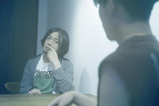 Koji Nakamura(こうじ なかむら)<br>1995年「スーパーカー」を結成。解散後、「iLL」「Nyantora」「LAMA」で活動。その活動はあらゆる音楽ジャンルに精通する可能性を見せメロディーメーカーとして確固たる地位を確立し、CMや映画、ドラマの劇伴制作、アートの世界までに届くボーダレスなコラボレーションを展開。その他remixerとしても様々なアーティトを手がけ遺憾なくその才能を発揮している。