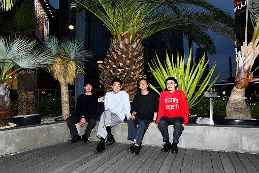 NABOWA(なぼわ / 左から:山本啓、川上優、景山奏、堀川達)<br>京都を拠点に活動している4人組インストゥルメンタル・バンド。2019年4月に発売した『DUSK』を含め、現在までに6枚のアルバムをリリース。国内外大型フェスへの出演や、近年は、台湾3都市ツアー、香港ワンマンを行うなどライブアクトとしてアジアでも高い評価を獲得している。