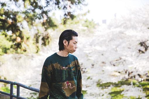 呂布カルマ(りょふ かるま)<br>日本のヒップホップMC。愛知県名古屋市を拠点に活動している。JET CITY PEOPLE代表。中学校に入ってから愛知県名古屋市に引っ越し、中部大学の附属高校を卒業後、名古屋芸術大学美術学部に入学。2018年5月9日に、5枚目となる最新アルバム『SUPERSALT』をリリースした。