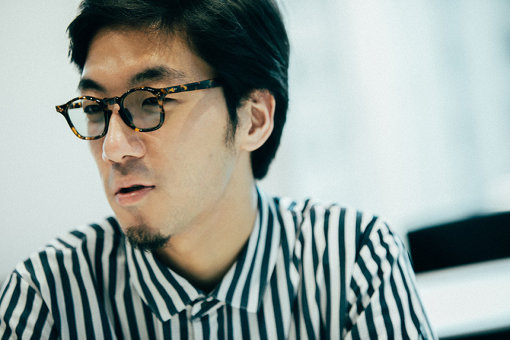 """tofubeats(とーふびーつ)<br>1990年生まれ、神戸在住。在学中からインターネット上で活動を行い、2013年にスマッシュヒットした""""水星 feat.オノマトペ大臣""""を収録したアルバム『lost decade』を自主制作で発売。同年『Dont"""