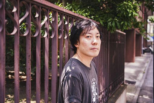 燃え殻(もえがら)<br>神奈川県在住。テレビ美術制作会社で企画・人事担当として勤務。会社員でありながら、コラムニスト、小説家としても活躍。週刊SPA!『すべて忘れてしまうから』を連載中。2017年6月30日、小説『ボクたちはみんな大人になれなかった』(新潮社)が発売された。