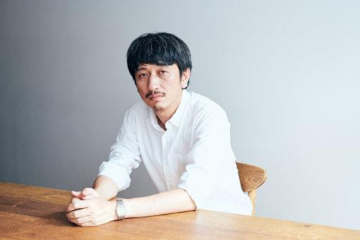 岩井秀人(いわい ひでと)<br>1974年東京生まれ。2003年ハイバイを結成。2007年より青年団演出部に所属。東京であり東京でない小金井の持つ「大衆の流行やムーブメントを憧れつつ引いて眺める目線」を武器に、家族、引きこもり、集団と個人、個人の自意識の渦、等々についての描写を続けている注目の劇団ハイバイの主宰。作品は韓国、イギリスなどで翻訳上演やリーディング上演され、国内外から注目されている。