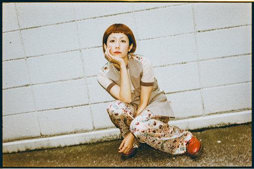 木村カエラ(きむら かえら)<br>2004年6月にシングル『Level 42』でメジャーデビュー。2013年、自身が代表を務めるプライベートレーベルELAを設立。2014年、メジャーデビュー10周年を迎え、ベストアルバム『10years』、8枚目となるオリジナルアルバム『MIETA』をリリース。2019年には15周年を迎え、日比谷野外音楽堂で『KAELA presents GO! GO! KAELAND 2019 -15years anniversary-』を開催した。