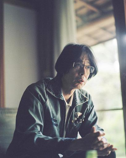 町田康(まちだ こう)<br>1962年大阪生まれ。作家・詩人・パンクロッカー。町田町蔵名義で歌手活動をはじめ、1981年パンクバンド「INU」の『メシ喰うな!』でレコードデビュー。96年、処女小説『くっすん大黒』で文壇デビュー。2000年『きれぎれ』で『芥川賞』、2005年『告白』で『谷崎潤一郎賞』、2008年『宿屋めぐり』で『野間文芸賞』を受賞。