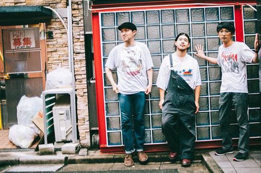 パブリック娘。(ぱぶりっくむすめ)<br>齋藤辰也、清水大輔、文園太郎の平成元年生まれの3人が集まったラップユニット。2019年7月3日、2ndアルバム『アクアノート・ホリデイ』をリリース。同作は、文園による6曲のトラックを中心に、盟友・%CことTOSHIKI HAYASHIが3曲、Ryo Takahashi、ESME MORI、及川創介、Felix Idleが各1曲ずつトラックを提供、ゲストボーカルとして、のもとなつよ(Solid Afro、昆虫キッズなど)と城戸あき子(ex.CICADA)が参加している。