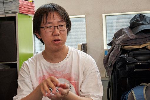 藤城嘘(ふじしろ うそ)<br>アートグループ「カオス*ラウンジ」のメンバーであり、日本のポップカルチャーやインターネット文化をテーマに絵画作品を作る美術家。