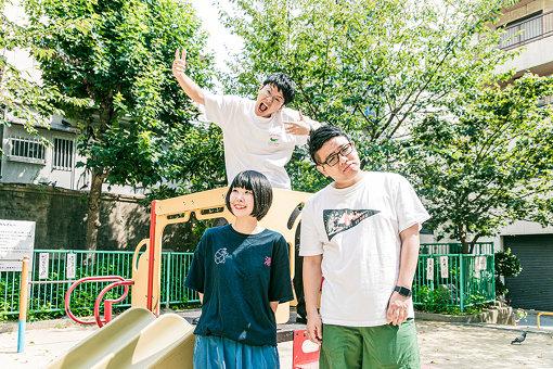 手前から:山田泰葉、昴生、亜生