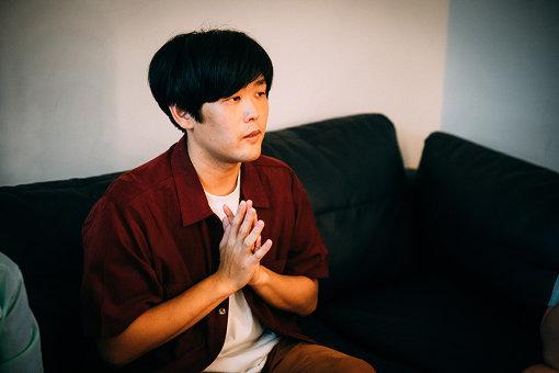 STUTS(すたっつ)<br>1989年生まれのトラックメーカー / MPC Player。自身の作品制作、ライブと並行して、ジャンルを問わず数多くのアーティストプロデュース、コラボレーションやCM楽曲制作を行っている。2018年の『第69回NHK紅白歌合戦』では、オープニング映像の音楽を担当し、星野源のバックでMPCプレイヤーとして出演した。