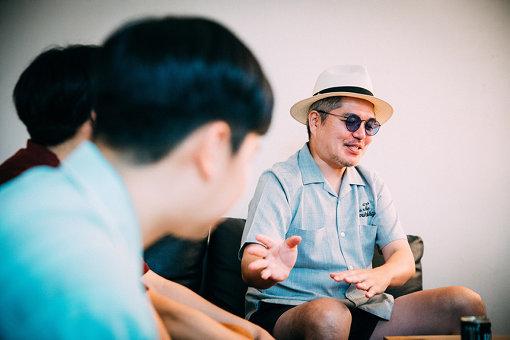 RYO-Z(りょーじ)<br>RIP SLYMEのMCとして2001年メジャーデビュー。日本のヒップホップグループとしては初の武道館公演・野外5万人ライブなど、日本にヒップホップ文化を広く浸透させる。2004年TERIYAKI BOYZ®を結成。その後もさまざまなグループやアーティストの作品に参加している。