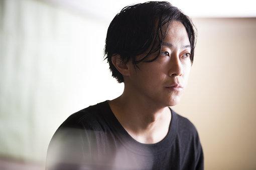 青木彬(あおき あきら)<br>インディペンデントキュレーター。1989年生まれ、東京都出身。首都大学東京インダストリアルアートコース卒業。
