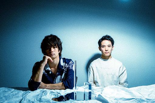 フレデリック<br>左から:三原健司、三原康司<br>神戸にて結成された三原健司(Vo,Gt)、三原康司(Ba)の双子の兄弟と、赤頭隆児(Gt)、高橋武(Dr)で編成される4人組バンド。2018年4月には初のアリーナ単独公演を開催。2019年2月にメジャー2ndフルアルバム『フレデリズム2』をリリースし、2作連続でオリコンアルバムTOP10入りを果たす。同年4月より全国ツアーを開催中、来年2020年2月には横浜アリーナでの単独公演が決定している。