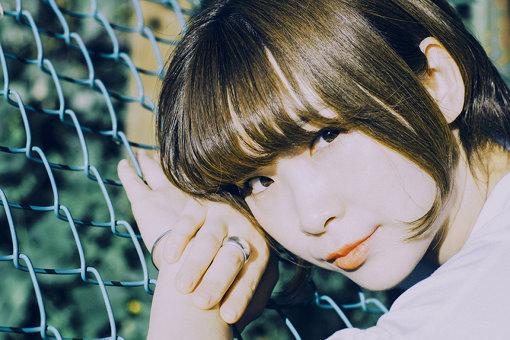 蒼山幸子(あおやま さちこ)<br>1991年1月19日生まれ。「ねごと」のVo / Keyとして2010年にメジャーデビュー。「儚さ」と「力強さ」を兼ねた透明感溢れる歌声で「ねごと」ワールドを表現。2019年7月にバンドを解散。11月には初のソロワンマンツアーを開催。また、詩的な世界観のある歌詞は評価も高く、他のアーティストへの楽曲提供も多数。