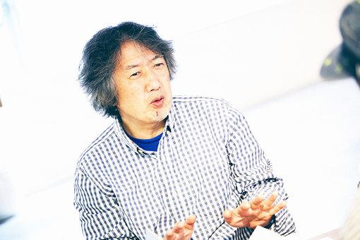 高橋健太郎(たかはし けんたろう)<br>1956年、東京生まれ。音楽評論家、音楽プロデューサー、レコーディング・エンジニア、インディー・レーベル「MEMORY LAB」主宰。音楽配信サイト「ototoy」の創設メンバーでもある。一橋大学在学中から『プレイヤー』誌などに執筆していたが、82年に訪れたジャマイカのレゲエ・サンスプラッシュを『ミュージック・マガジン』誌でレポートしたのをきっかけに、本格的に音楽評論の仕事を始めた。
