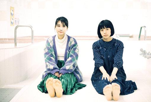 左から:松本穂香、カネコアヤノ