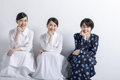左から:Mona(姉)、Hina(妹)、佐久間由衣