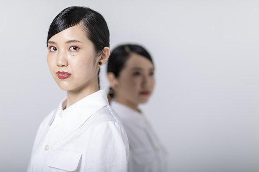 Mona / Kitri(きとり)<br>Mona(姉)とのHina(妹)によるピアノ連弾ボーカルユニット。Monaはボーカル、ピアノ低音部(Secondo)を担当、Hinaはコーラス、ピアノ高音部(Primo)を担当。2015年より京都を拠点に音楽活動を開始。2016年ライブで京都を訪れていた大橋トリオの手に自主制作盤が渡り、絶賛される。2019年1月23日にメジャーデビュー。2020年1月29日にはアルバム『Kitrist』をリリースする。