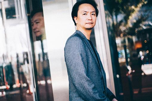 長塚圭史(ながつか けいし)<br>劇作家・演出家・俳優。1996年、阿佐ヶ谷スパイダースを旗揚げし、全作品の作・演出を手がけている。