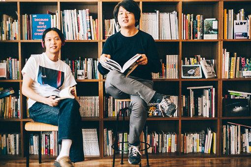 2019年5月に公開した、王舟と夏目知幸の対談記事「王舟と夏目知幸のフレンドシップ。アドバイスで心の花を咲かせ合う」撮影:垂水佳菜