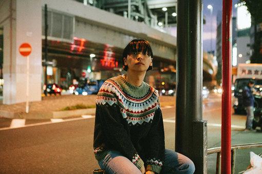 夏目知幸(なつめ ともゆき)<br>シャムキャッツのボーカル、ギター。2009年デビュー。2019年11月6日、EP『はなたば』を発売した。