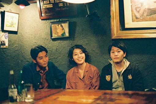 のろしレコード(左から:折坂悠太、松井文、夜久一)