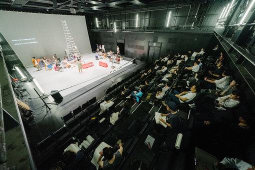 『プラータナー』スクール、2019年6月26日。ワークショップを経てゲネプロには11名のグラフィックレコーダーが参加した。写真:加藤甫