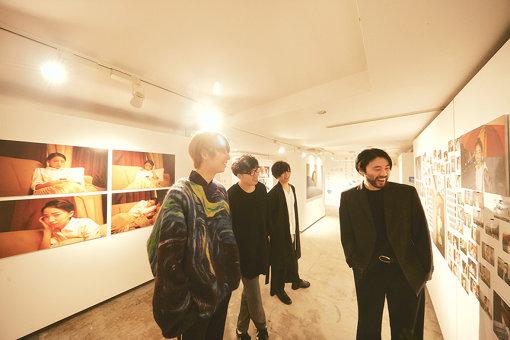 左から:川谷絵音、後鳥亮介、長田カーティス、佐藤栄太郎
