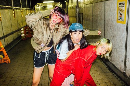 左から:なかむらみなみ、YUKARI、あっこゴリラ