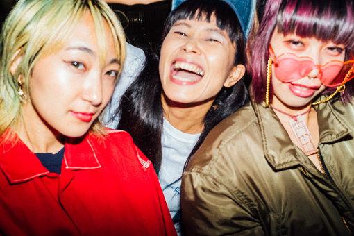 左から:あっこゴリラ、YUKARI、なかむらみなみ