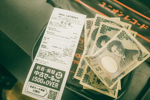 レコード2点で計2,000円(税込)。入店してから10分で購入と、快調なペース。