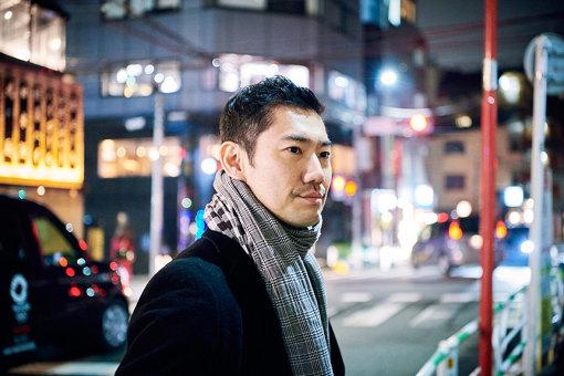 橋本裕介<br>2010年より『KYOTO EXPERIMENT 京都国際舞台芸術祭』を企画、2019年までプログラムディレクターを務める。2013年~2019年、舞台芸術制作者オープンネットワーク(ON-PAM)理事長。2014年1月よりロームシアター京都勤務、プログラムディレクター。